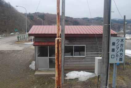 宮腰 宮腰 ここも木造待合 ステキ! 桂岡 ここも車掌車流用 北海道によく見... line